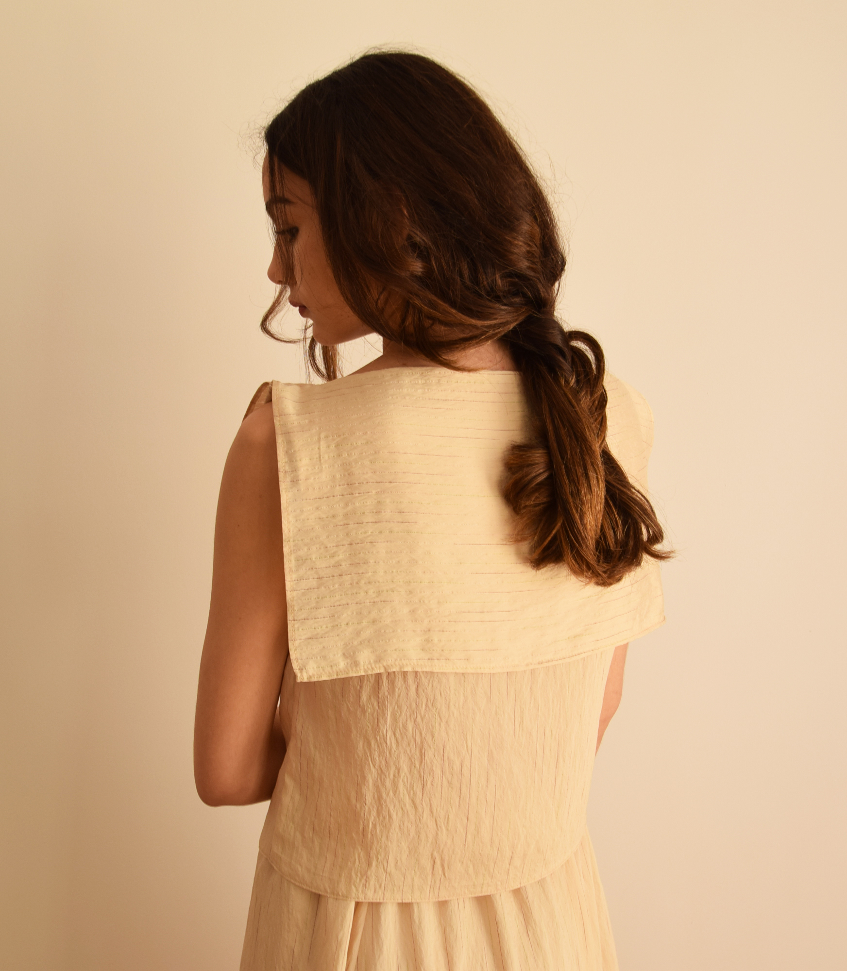 Top Lover beige cuello babero